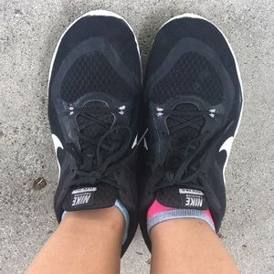 Black and white size 8.5 Nike flex running shoes